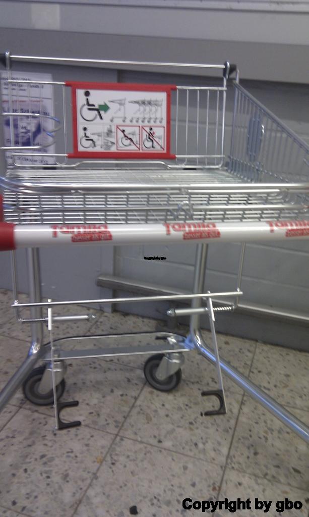 babyschale auf einkaufswagen befestigen